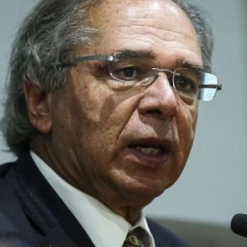 """Guedes diz que Brasil """"volta aos trilhos"""" com criação de empregos"""