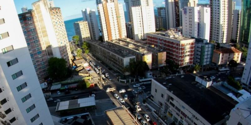 A pesquisa realizada pelo FipeZap avaliou os valores em 15 cidades do Brasil e apesar da redução, a capital pernambucana continua tendo um dos metros quadrados mais caros do Nordeste