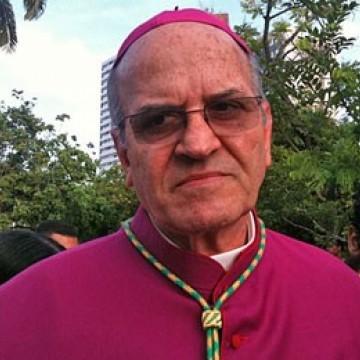 Arcebispo e Bispo Auxiliar visitam áreas afetadas pelas manchas de óleo em Suape