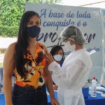Jaqueira começa a vacinar contra a Covid-19 moradores com 18 anos ou mais