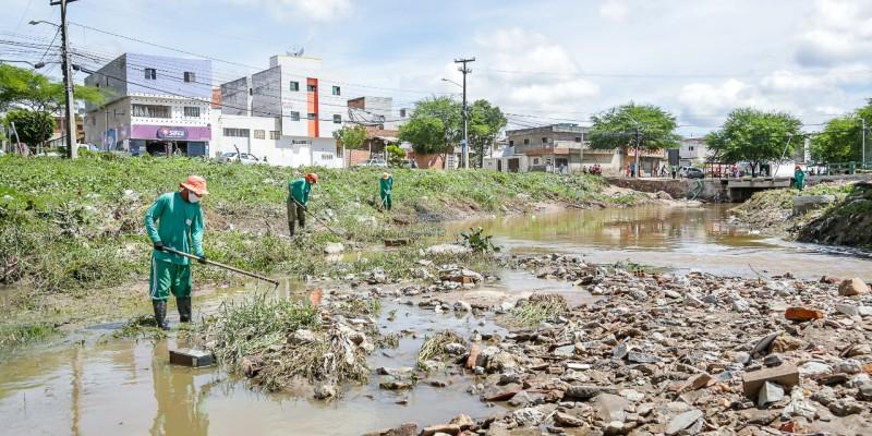 Trabalhos minimizam os riscos de inundação e previnem aparecimento de muriçocas