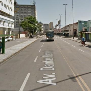 Paradas de ônibus na Av Dantas Barreto são desativadas temporariamente para montagem de Camarote do Galo
