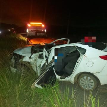 Pai e filho morrem em acidente de carro na BR 232