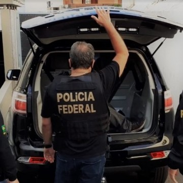 Operação da Polícia Federal e apoio da SDS apreende armas e drogas no Grande Recife