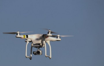 Japão testa drone capaz de transportar cargas pesadas para construção