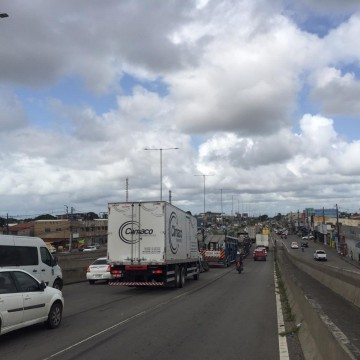 Obras na BR-101 deixam trânsito travado em Jaboatão dos Guararapes