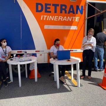 Detran-PE implanta entrega de documentos em sistema drive-thru