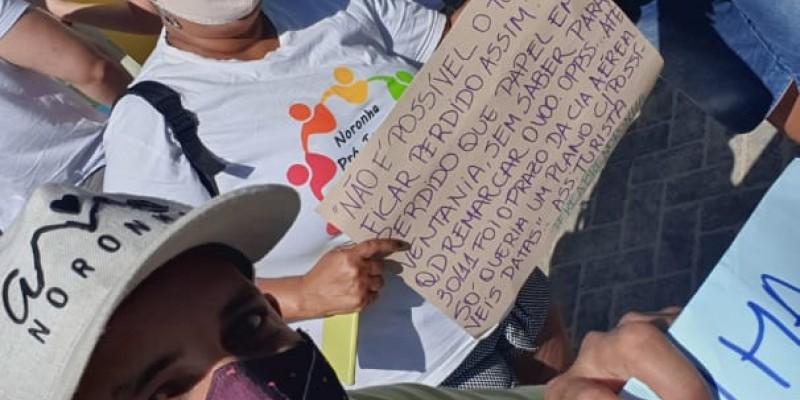 Representantes do trade turístico do arquipélago decidiram protestar para pedir a reabertura do local para todos os turistas, independente de terem contraído a Covid-19 ou não