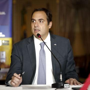 Paulo Câmara critica postura do Governo Federal e cobra medidas efetivas no combate ao novo coronavírus