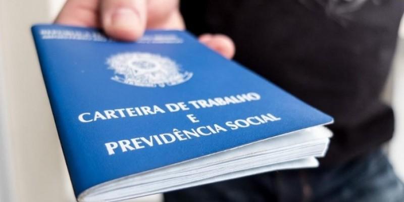A previsão é que até o final deste ano, Pernambuco permaneça entre os três estados que mais devem abrir postos de trabalho formais no Brasil.