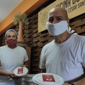 Chef César Santos doa almoço para profissionais da Saúde em Olinda