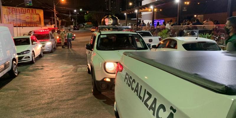 O objetivo foi dar cumprimento aos decretos estaduais que proíbem música, ao vivo ou mecânica, e 27 estabelecimentos foram fiscalizados no município esse fim de semana