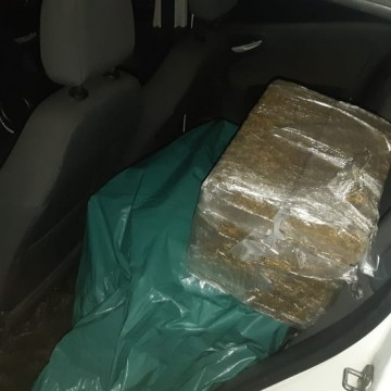 Homem é preso com mais de 66kg de maconha em rodovia