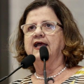 Teresa Leitão pede análise de PL que coloca professores como grupo prioritário de vacinação contra a covid-19