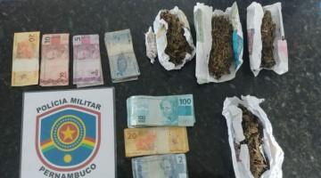 Homens são presos com porções de maconha em Caruaru