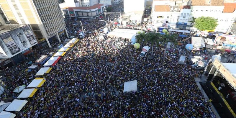 Logo após a celebração uma procissão fechou o ciclo de comemorações passando pelas principais ruas do centro do Recife