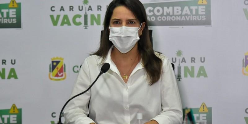 Raquel Lyra (PSDB) apresenta sintomas leves e está sendo monitorada em tratamento domiciliar, afirma assessoria.