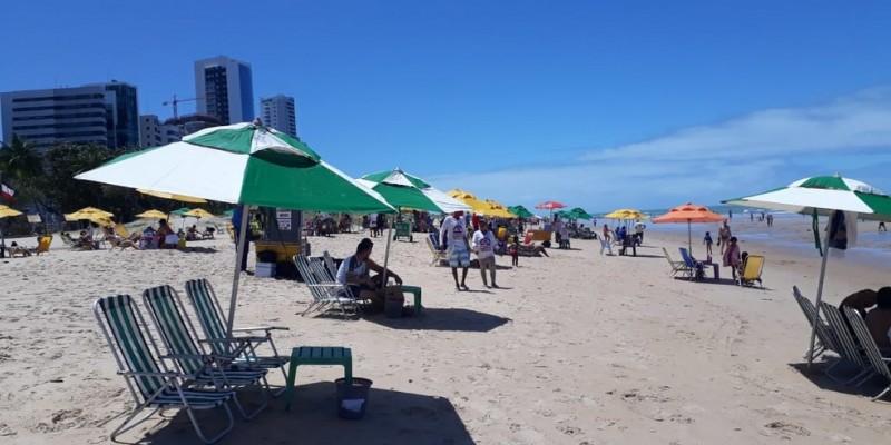 O acesso às praias, parques e praças em todo o estado está liberado, mas as aglomerações nesses locais permanecem proibidas, bem como o uso de aparelhos sonoros de música