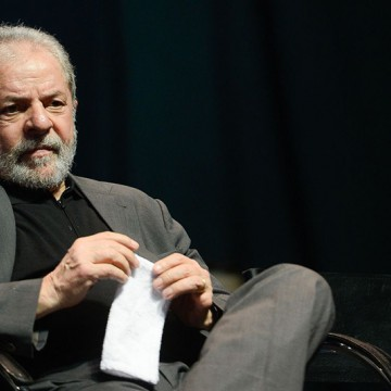 """Lula rejeita """"favor"""" a que tem direito"""