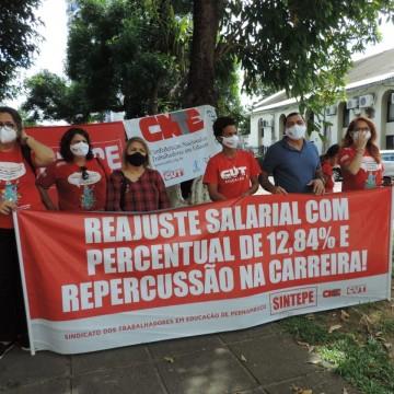 Professores da rede estadual protestam cobrando a campanha salarial 2021 e outros pleitos