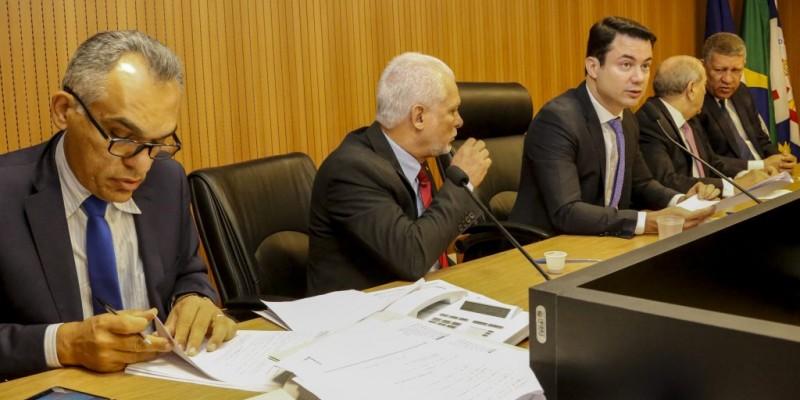 Acatada pelos deputados, a Emenda n° 3 acrescenta uma categoria de gasto no rol das despesas a serem limitadas pelos poderes em caso de arrecadação insuficiente de receita pelo Estado