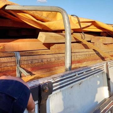Caminhão que transportava madeira irregular é apreendido pela PRF em Sertânia