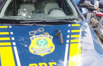 Jovem suspeito de praticar homicídio em Caruaru e adolescente são apreendidos com arma e carro roubado em Toritama