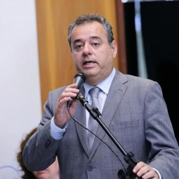 Parlamentar propõe Emenda Constitucional que suspende o reajuste no preço de medicamentos e planos de saúde