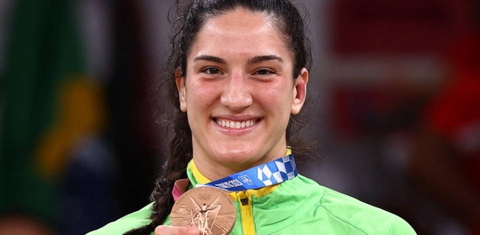 Mayra é bronze e faz história ao conquistar 3ª medalha em Olimpíadas