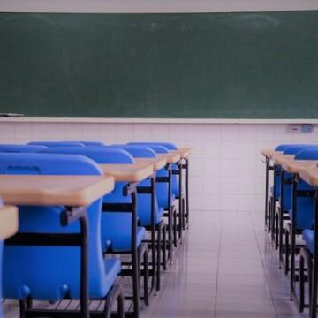 Retorno às aulas em períodos diferentes em rede pública e privada aumentam disparidade educacional, diz especialista