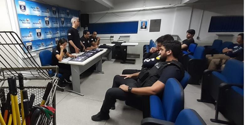 Segundo a Polícia Civil, foram emitidos 11 mandados de prisão, sendo quatro para pessoas já presas por outros crimes