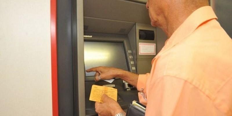 Na prática, BC poderá impedir a cobrança de taxas abusivas e abrir a possibilidade de que clientes de um banco utilizem o caixa eletrônico de outro