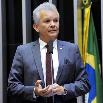 Líder da Oposição, André Figueiredo (PDT-CE), afirma que impeachment de Bolsonaro poderá ser factível entre setembro e outubro