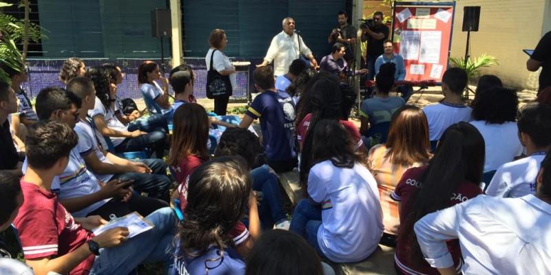 A atividade ocorre Escola Estadual Santos Dumont com a história de Boa Viagem