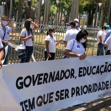 Donos de escolas particulares realizam protesto pela volta às aulas em PE