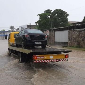 Alagamentos são registrados no Grande Recife após fortes chuvas