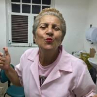 Iniciativa, alegria e entusiasmo definem a trajetória da paciente, que superou os desafios da doença e hoje ajuda outras mulheres