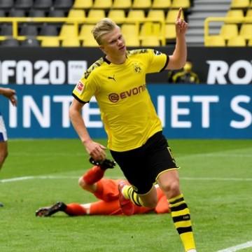 Após 66 dias sem partidas, liga Alemã volta com exemplos positivos