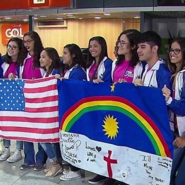 Estudantes embarcam para os Estados Unidos no projeto Ganhe o Mundo