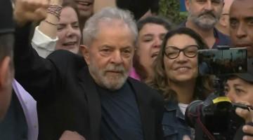 Ex-presidente Lula é solto