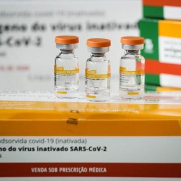 PE espera receber ainda nesta semana novas doses de Coronavac para completar esquema vacinal