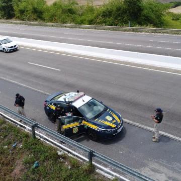 Carros recuperados na BR 423 após serem roubados