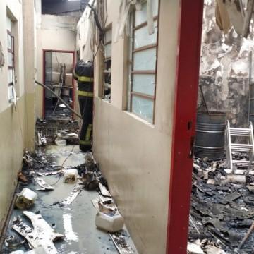 Incêndio atinge prédio de escola profissionalizante