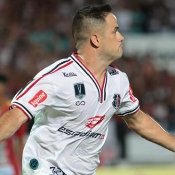 Com dois gols de Pipico, Santa Cruz vence Petrolina por 3 x 0 no Arruda