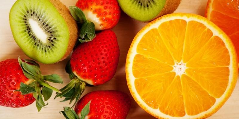 De acordo com a profissional, o recomendado é ingerir de 2 a 4 frutas por dia