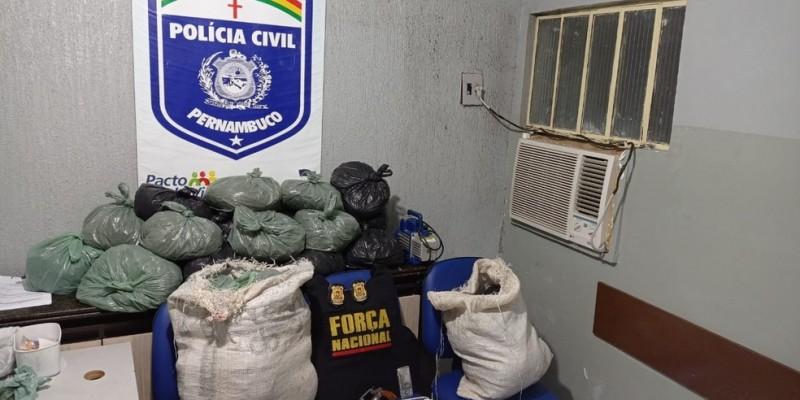 Durante as diligências, as equipes prenderam 7 pessoas e apreenderam 3 veículos, 1 revólver calibre 38, 120 gramas de cocaína e aproximadamente 38 kg de maconha