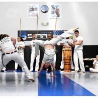 Professora de educação física brasileira ensina #Capoeira nos EUA