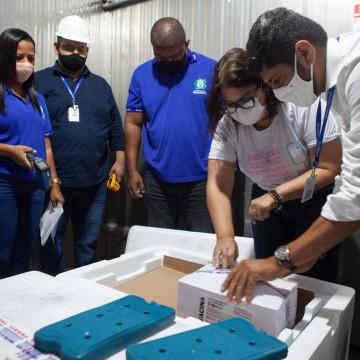 Vacinas vindas da Índia serão distribuídas nesta segunda (25)