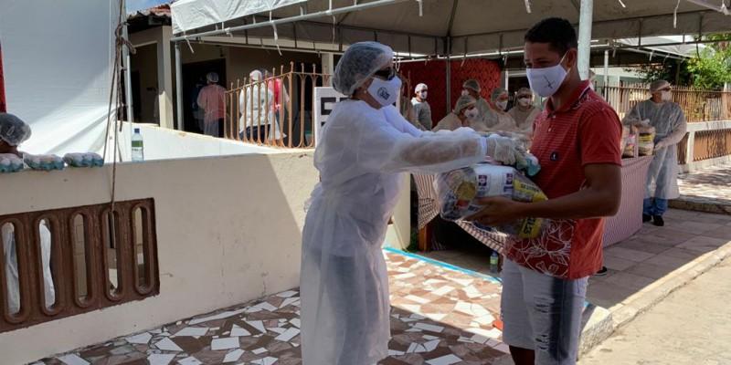A mobilização idealizada pelo paróco da cidade, padre Arlindo, tem apoio de voluntários que garantiram também os protocolos sanitários por causa da covid-19.