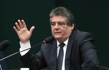 O prefeito Anderson Ferreira está com medo da investigação, diz Silvio Costa